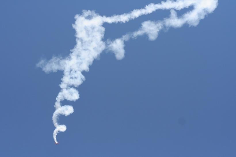 Oracle_plane_downward_spiral_smoke
